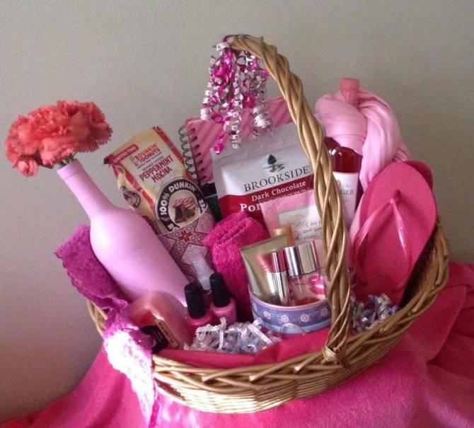 Подарок девочкам на 8 марта 8, 9 класс