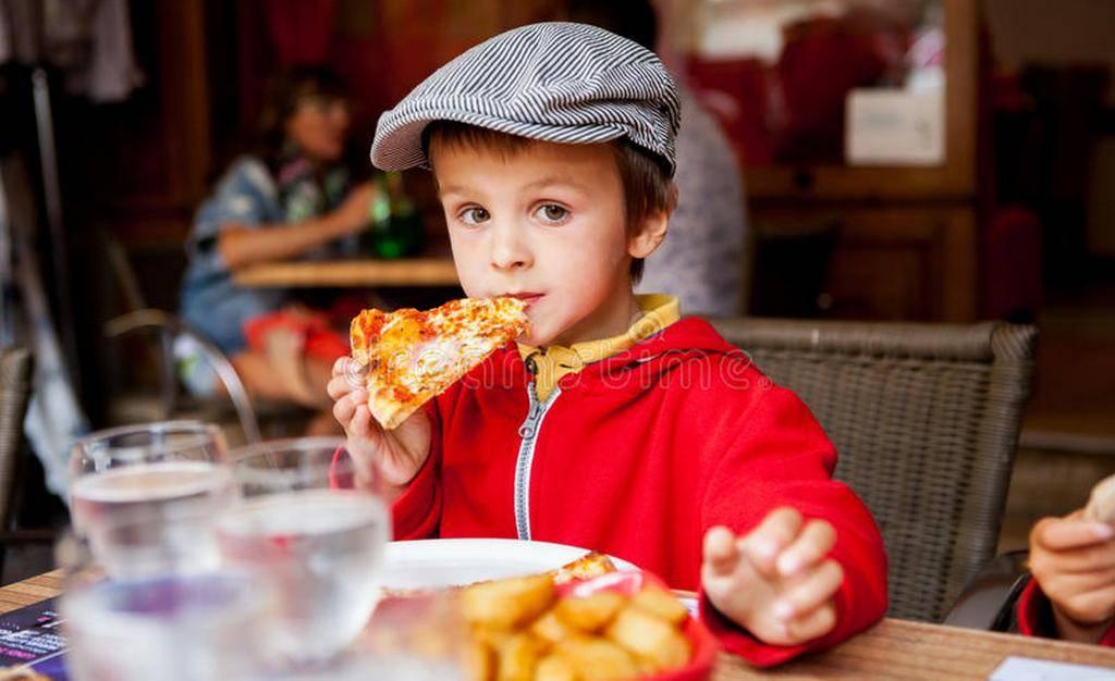 Топ-10 лучших ресторанов с детской комнатой в петербурге