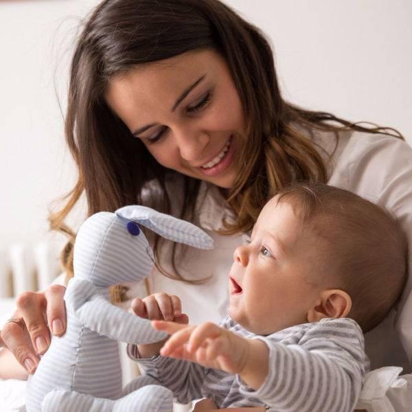 Бабушке виднее: вредные советы по уходу за младенцем