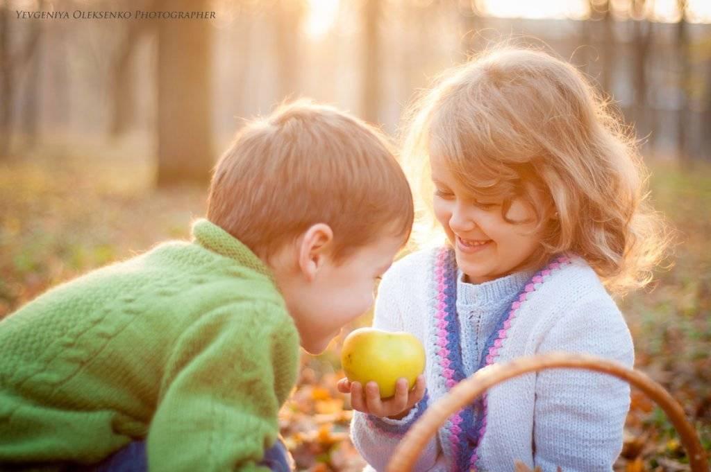 Как воспитать детей добрыми: личный пример и конфета на всех