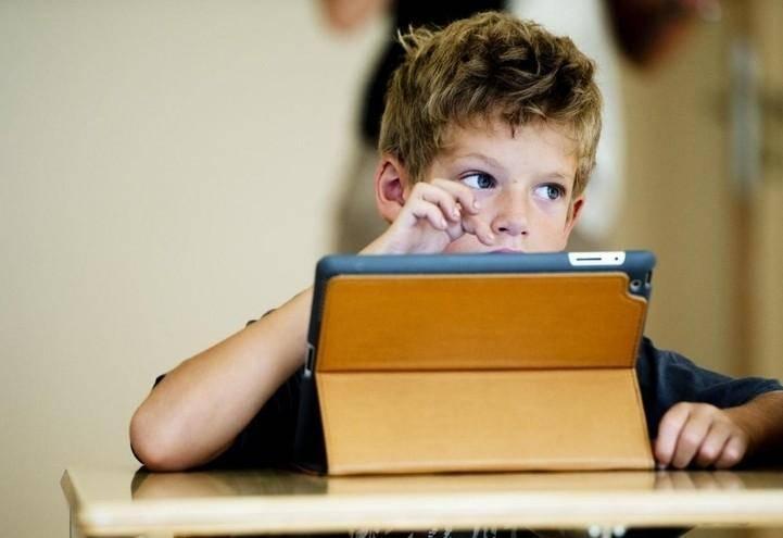 Как влияет планшет на ребенка (2-13 лет)
