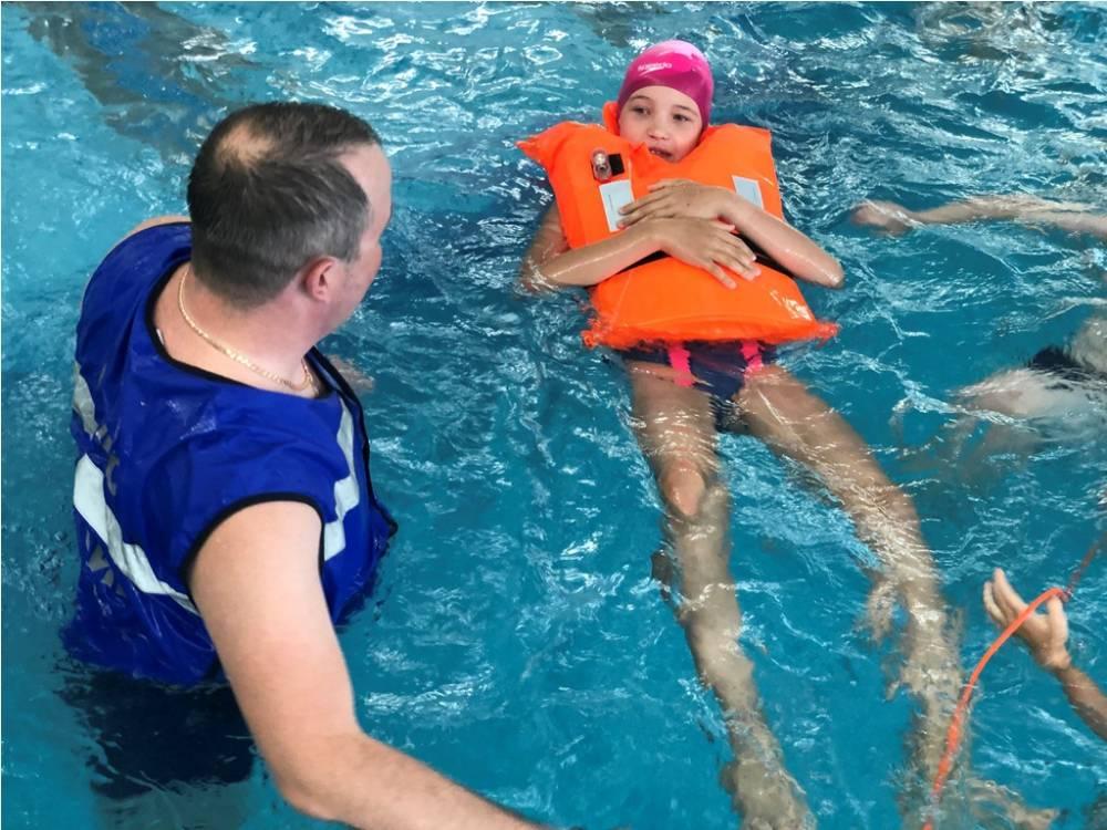 За какое время ребёнок научится плавать?