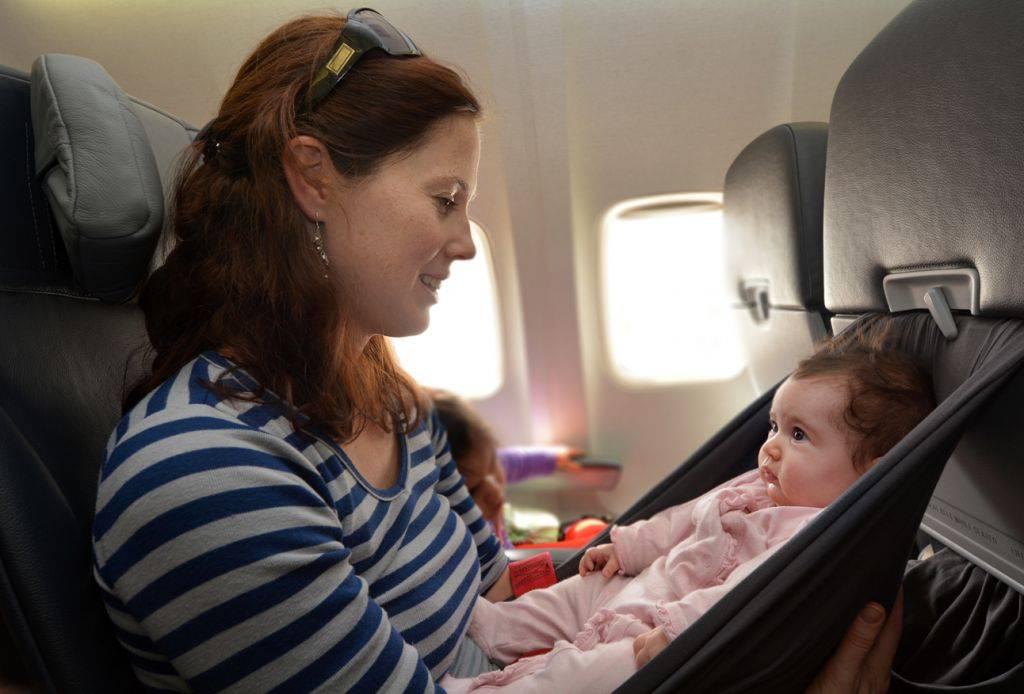 С ребенком в самолете – как правильно организовать перелет