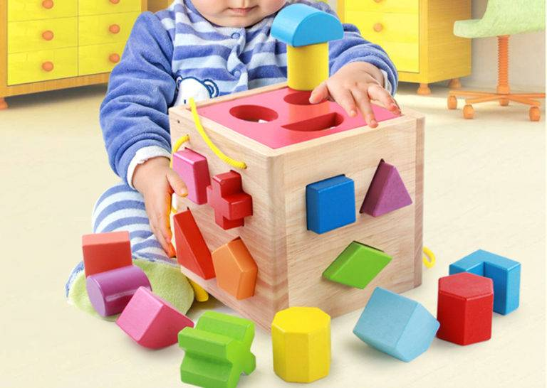 Какие игрушки нужны ребёнку в 8-9 месяцев