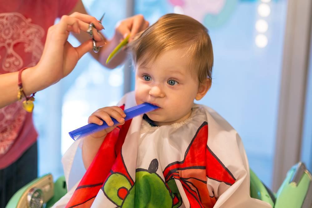 Обязательно ли подстригать ребенка в год налысо. так ли обязательно стричь ребенка в год – развенчиваем современные мифы