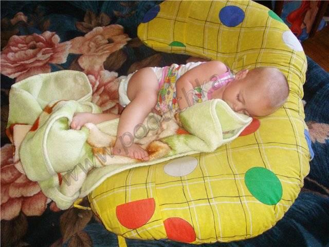 Когда ребенку можно спать на подушке? с какого возраста и на какой подушке