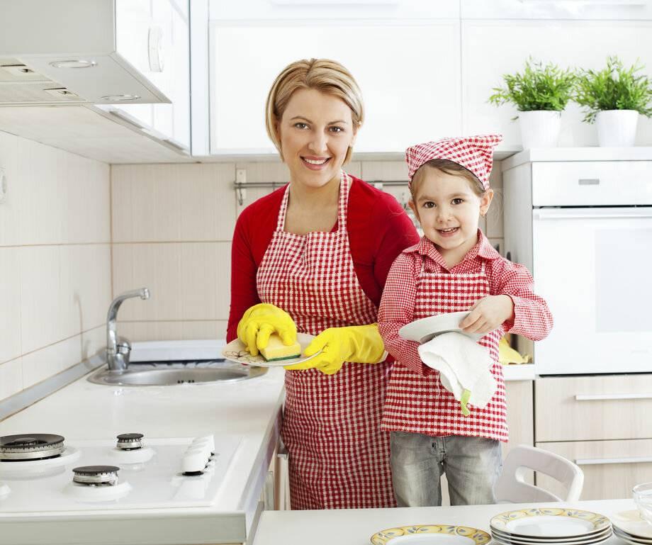 Помощь ребенка родителям по дому. домашние обязанности ребенка. почему подростки не хотят помогать по дому