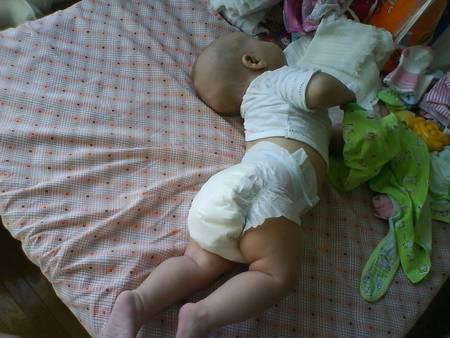 Ребенку 9,5 месяцев стал выгибаться дугой и запрокидывает голову, дня три такое наблюдаю. что это может быть? ~ я happy mama