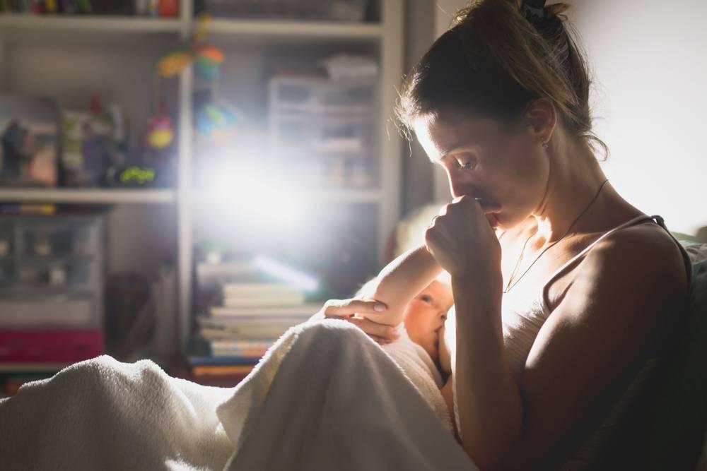 Кормить ли ребенка ночью - причины, диагностика и лечение