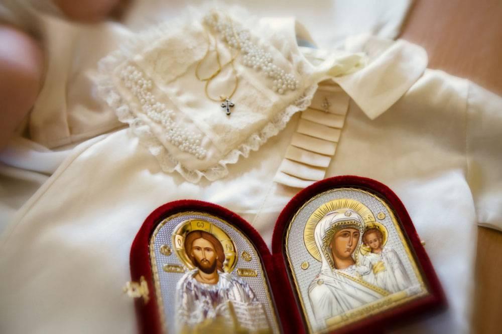 Что подарить крестным родителям на крестины ребенка?