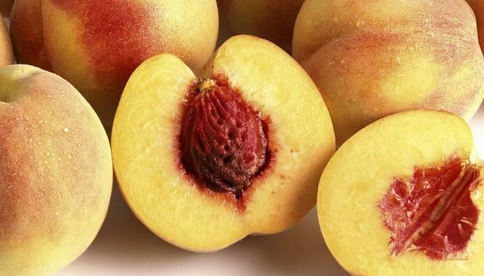 Можно ли персики при грудном вскармливании в первый и второй месяц после родов