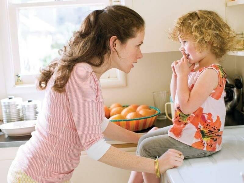Почему ребенок разбрасывает игрушки и что делать с таким поведением?
