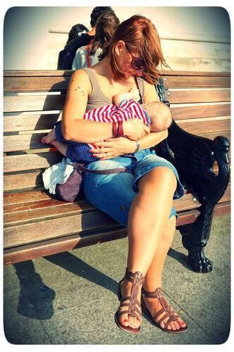 Как вы относитесь к грудному вскармливанию в общественных местах?