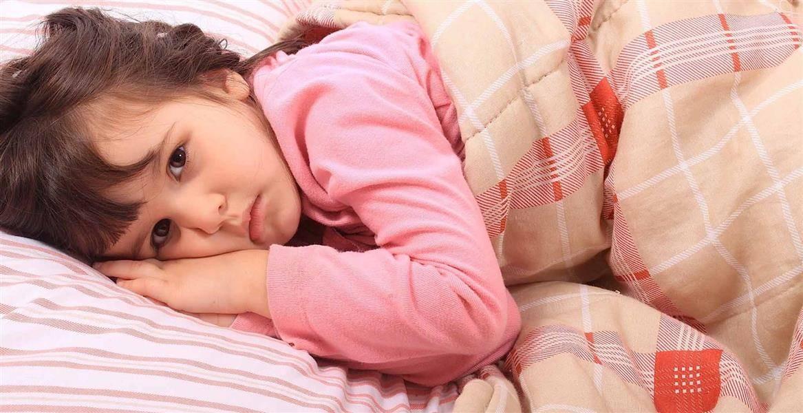 Ребенок спит с открытыми глазами – какие причины и что делать 2021