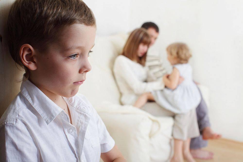 Детская ревность: механизмы решения ситуаций