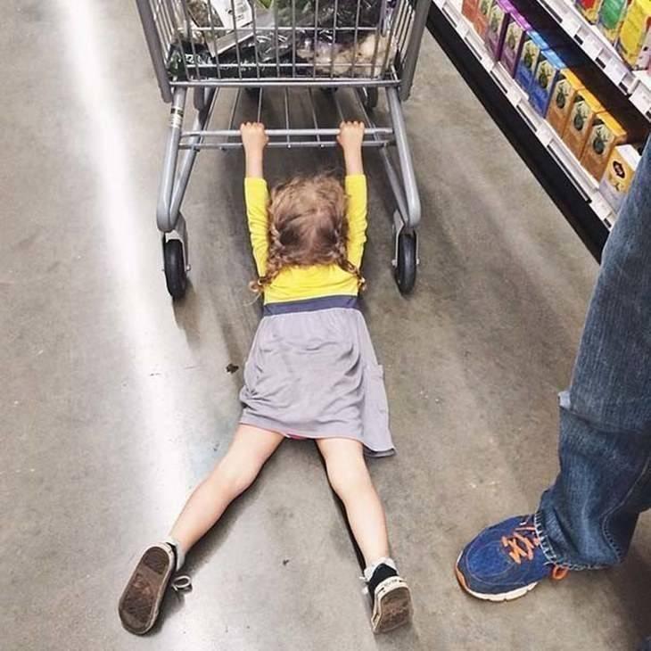 Магазинные истерики. что делать, если ребенок истерит в магазине?
