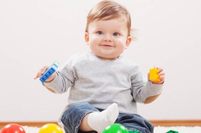 Игры с младенцем 9-10 месяцев | школа «mamapapa»