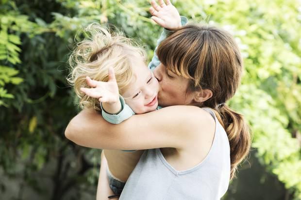 Малыш не отпускает маму – как быть?