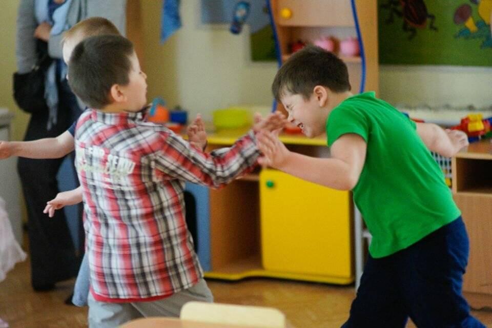 Конфликты на детской площадке: вмешиваться или нет
