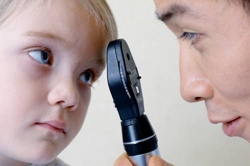 Ребенок часто моргает: почему и что делать, все возможные причины