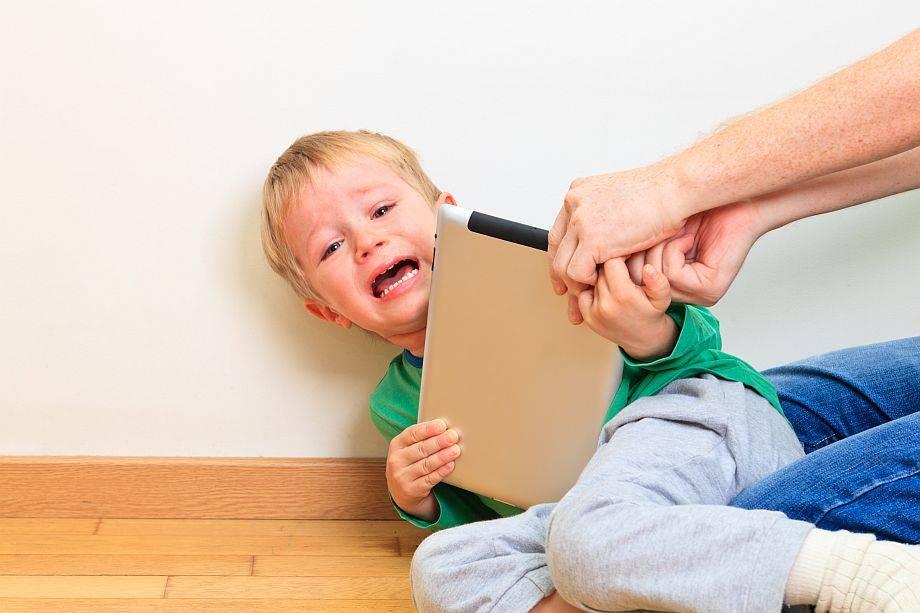 Ребенок требует внимания: где взять силы для общения