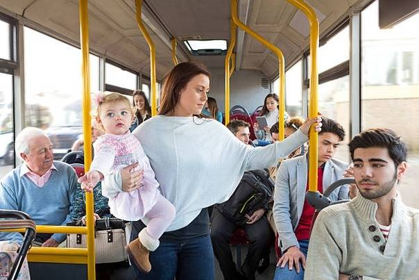 Правила поведения в транспорте. кому уступать место, кому уступать место в транспорте.
