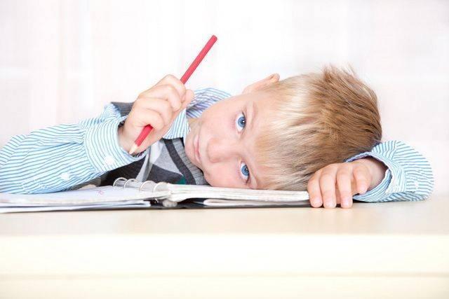 Рассеянное внимание у ребенка: что делать при синдроме