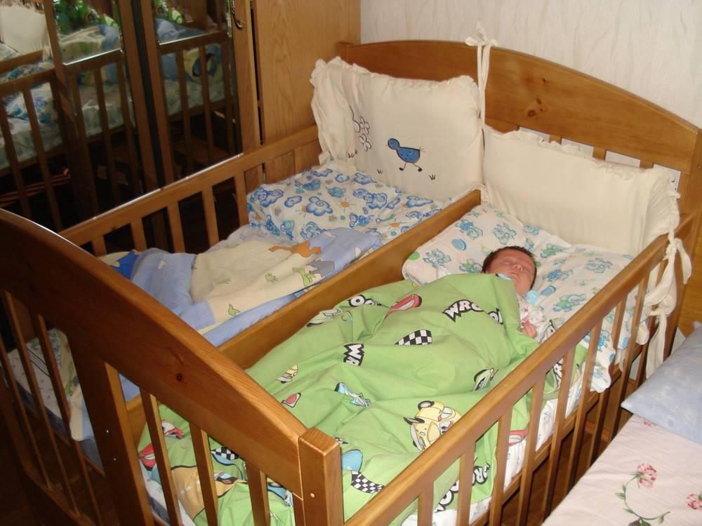 Кроватки для двойняшек: требования к детским кроватям для двойни новорожденных