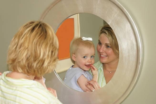 Можно ли детям до года смотреться в зеркало: приметы, суеверия и мифы