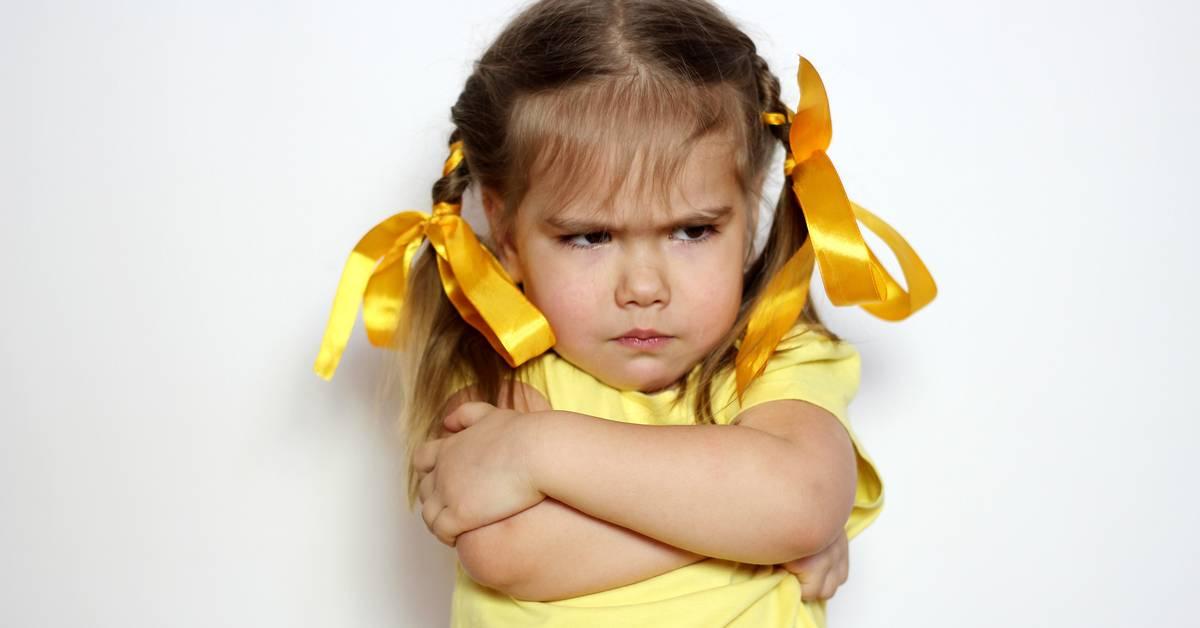 Ребенок просит дорогие подарки: как решить проблему