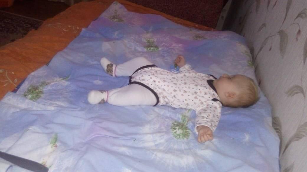 Новорожденный вздрагивает во сне: физиологические и патологические причины