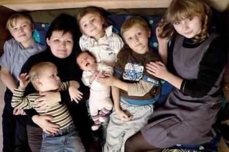 Пять лет на троих. как омичка в одночасье стала многодетной мамой
