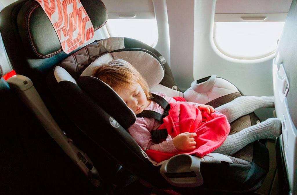 В самолете с новорожденным: что нужно знать