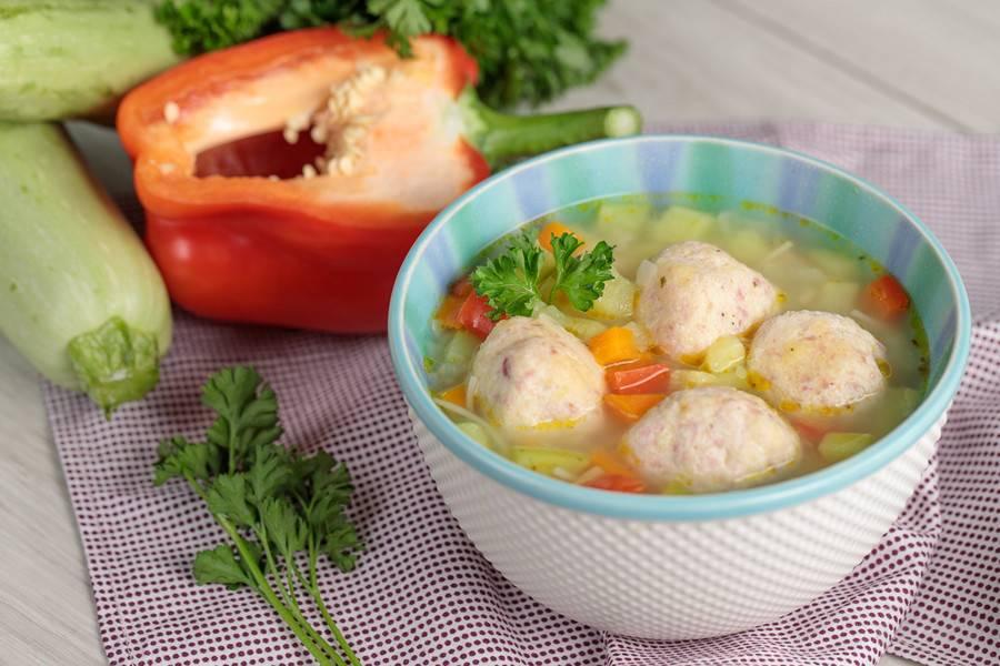 Первый суп для ребенка 6 месяцев. бульоны и супы для детей от 6 месяцев до года.   здоровье человека