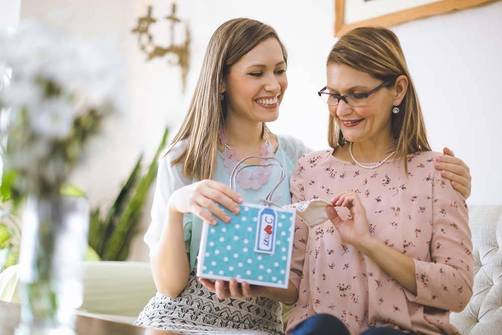 Что подарить родителям на новый 2018 год - подарки для мамы и папы