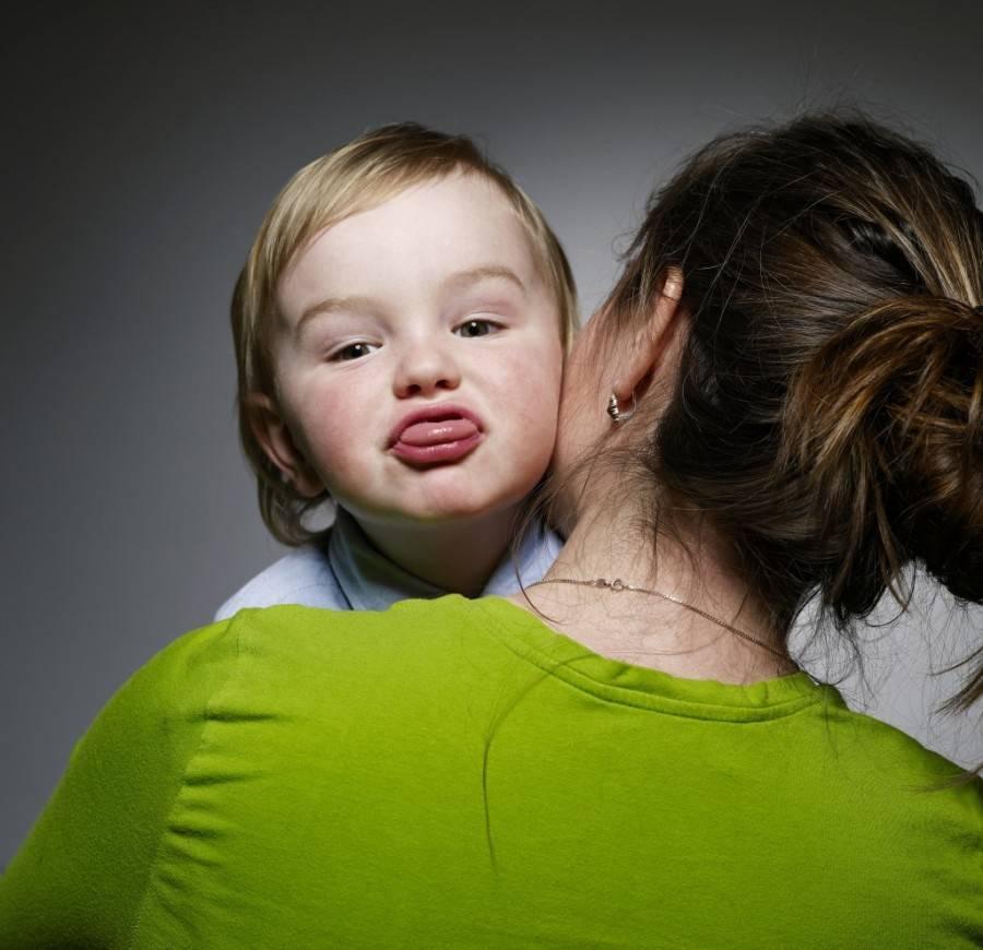 «мамин хвостик»: почему ребенок неотходит отмамы