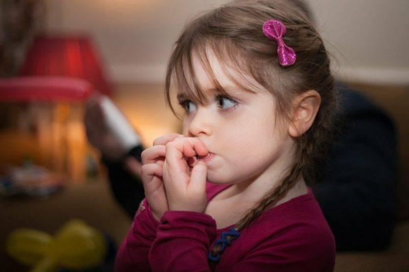 Как отучить ребенка грызть ногти? почему ребенок грызет ногти? что будет, если грызть ногти?