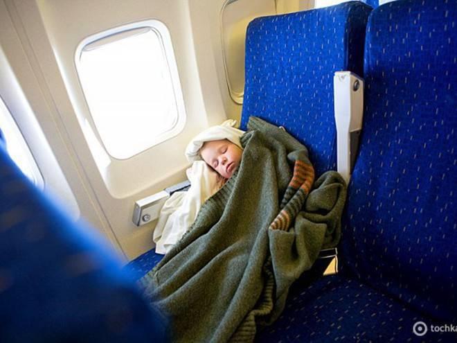 Как лететь с грудным ребенком в самолете: что взять в салон, документы, питание, правила перелетов в 2019 году с младенцем