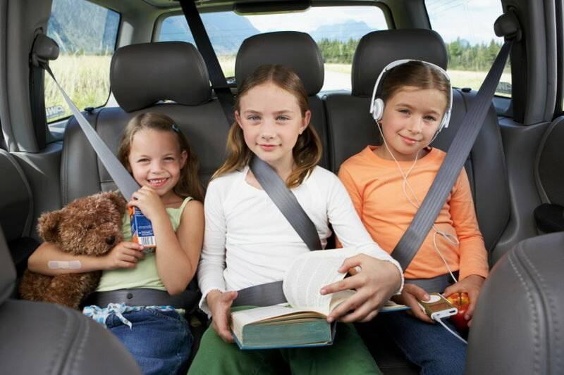 Чем занять ребенка в дороге – советы родителям