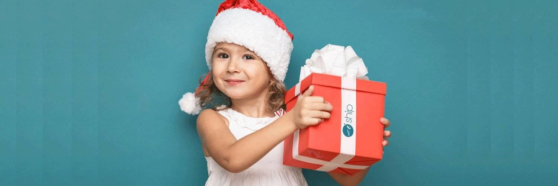 Какой новогодний подарок можно выбрать и подарить ребенку