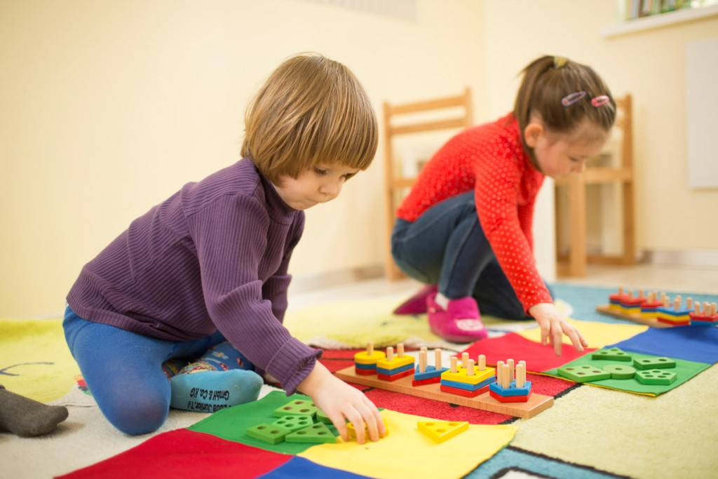 Роль игрушек в развитии детей. топ 4 правильных игрушек