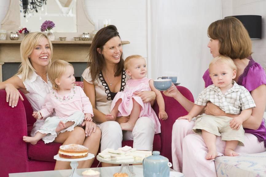 Как правильно навещать друзей, у которых недавно родился ребенок