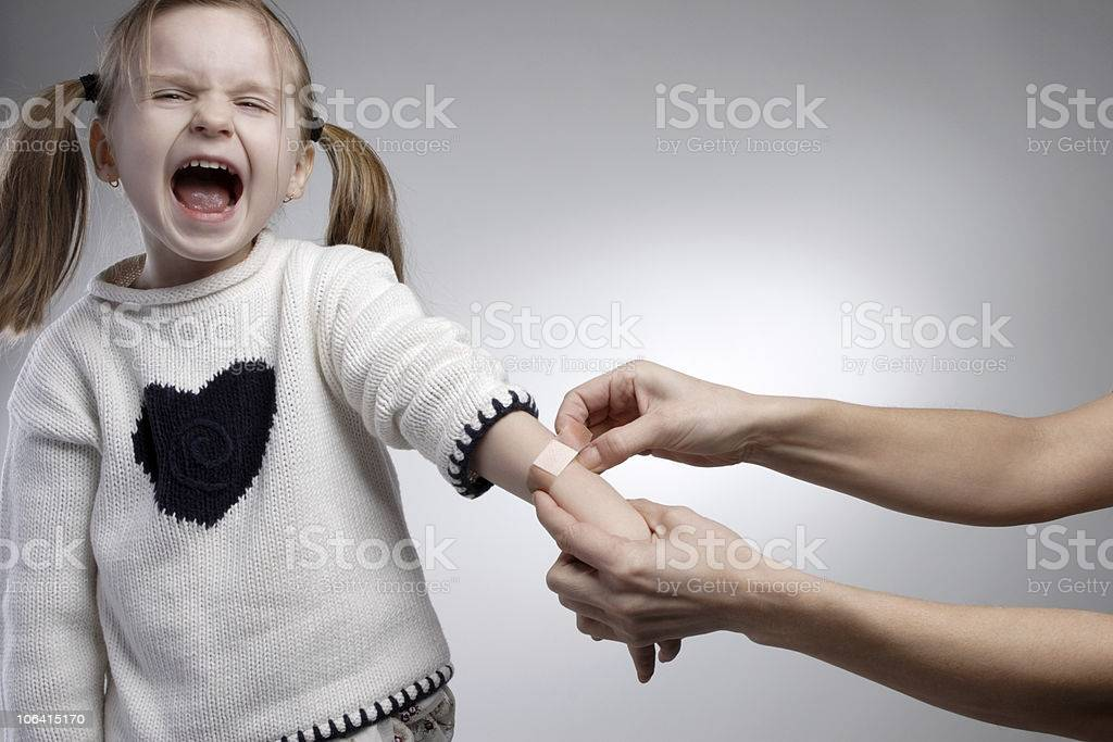 5 неправильных реакций на слёзы ребенка