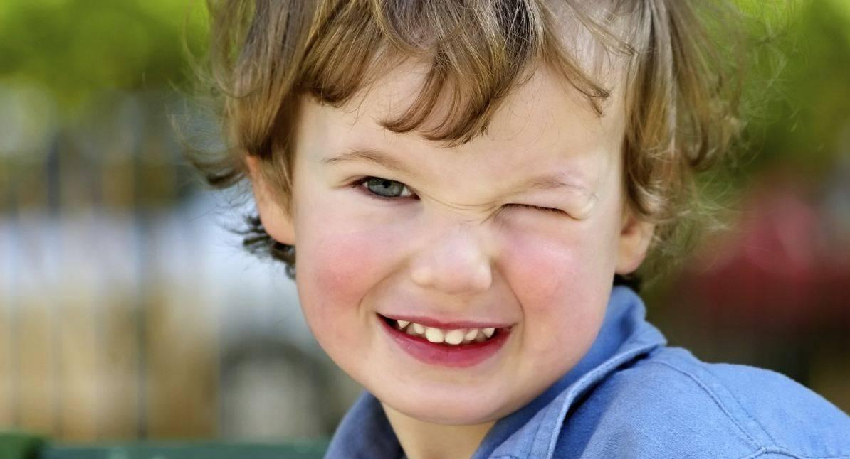 Ребенок часто моргает глазами - причины, комаровский, что делать если стал часто моргать, лечение моргания, почему сильно сжимает