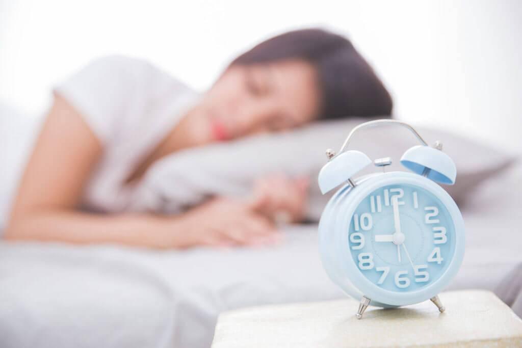 Грудничок спит днем по 15, 30 и 40 минут: причины, что делать, как улучшить сон