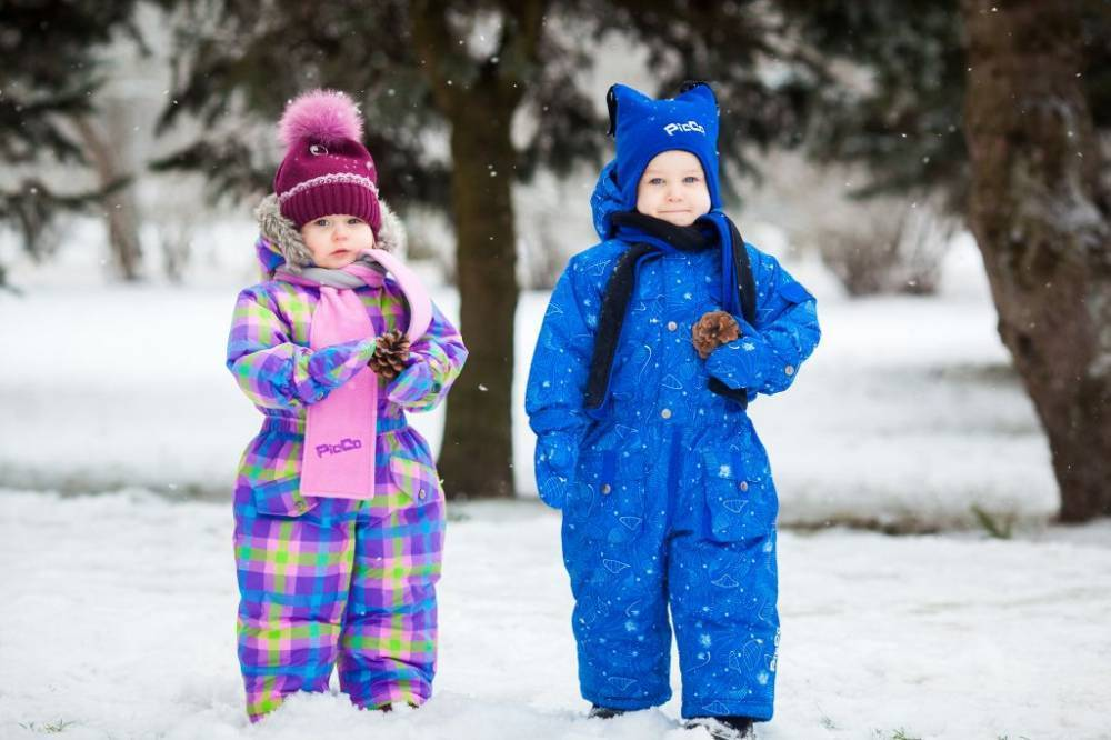 Одеваем малыша для зимней прогулки – выбираем зимний комбинезон