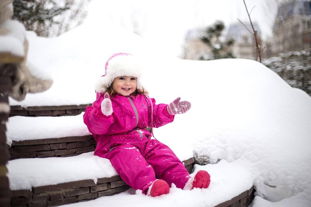 Как одеть ребенка на улицу? когдаумесно надеть зимний комбенизон?