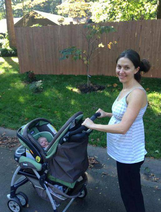 Когда лучше гулять с новорожденным: до еды или после, в какое время