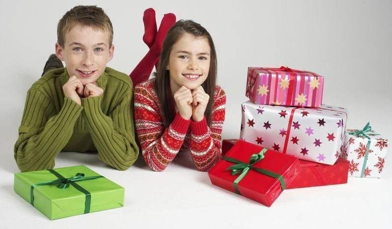 Как сэкономить на новогодних подарках для детей