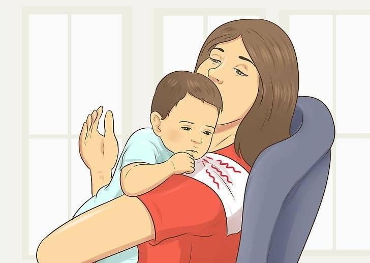 """Нужно ли держать малыша """"столбиком"""" после каждого кормления?"""